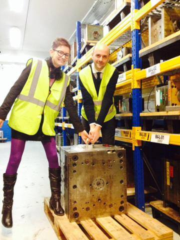 Trying to lift a mould with Paul Cocheril at HellermannTyton_Dec 2014